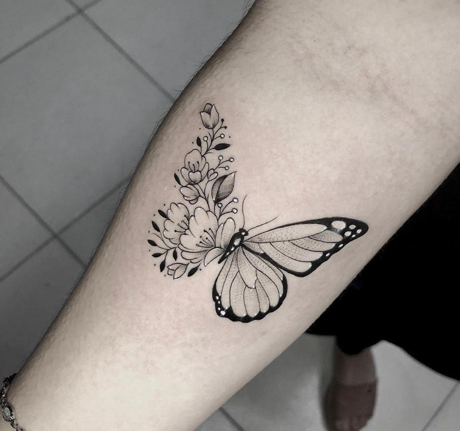 تاتو پروانه زیبا روی ساق دست توسط تاتو کار خوب در سعادت آباد