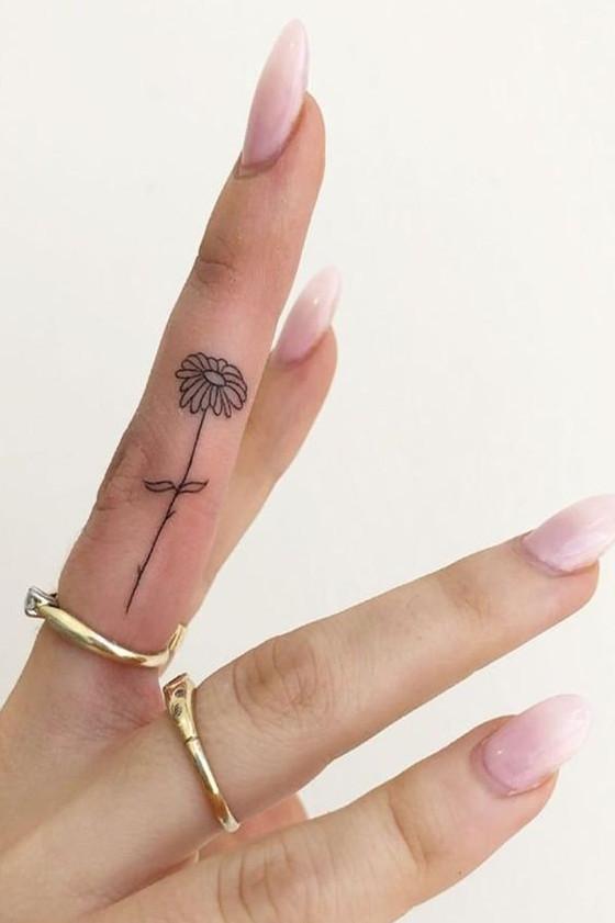 تاتو کوچک ، تاتو گل داوودی ، تاتو انگشتی ، تاتو بدن ، انواع تاتو