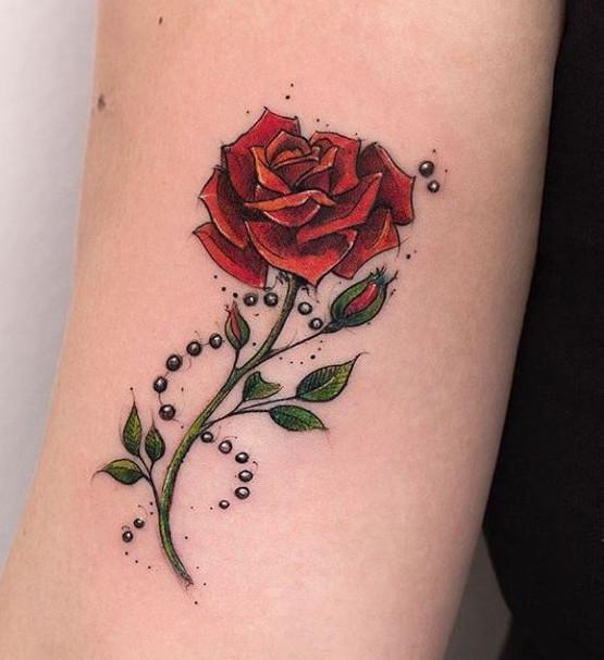 تاتو بدن گل سرخ ساقه دار زنانه