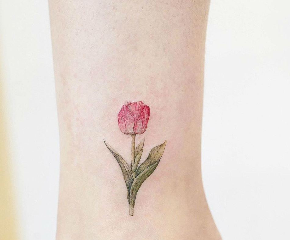 تاتو بدن ، تاتو دخترانه ، عکس تاتو ، تاتو گل لاله ، تاتو ساق پا